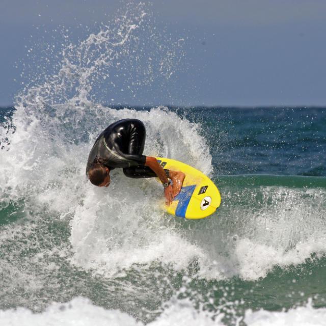 Surfer à Saint Girons Plage | Côte Landes Nature