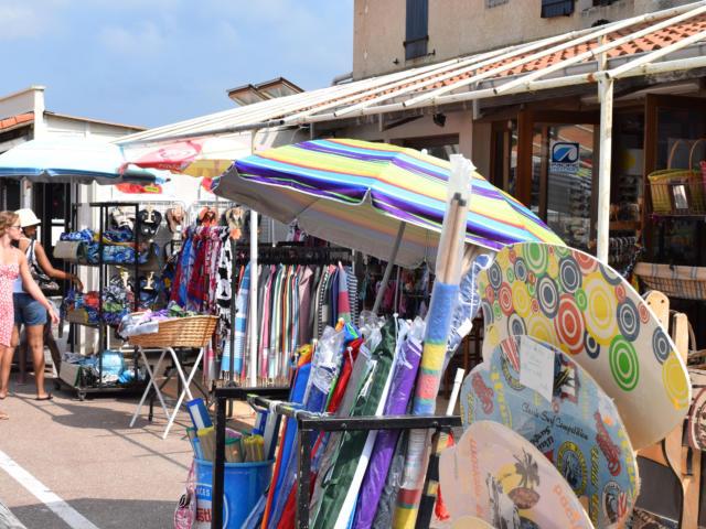 Rue commerçante à Saint Girons plage | Côte Landes Nature